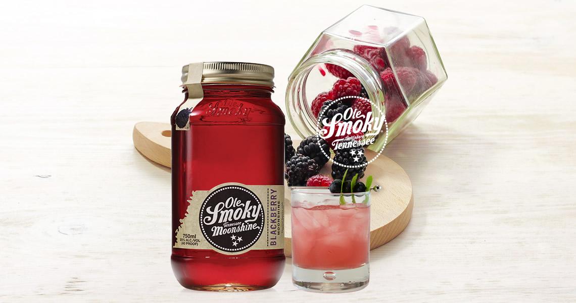 主治:自認為浪漫的無可救藥的患者,不管傷心過幾次只要戀愛就還是會情不自禁全心投入、深情忘我的你,這款口味酸甜的黑莓酒一定適合你。以美國私釀風格酒款的烈酒濃香為基底,加入天然黑莓釀製,濃烈的酒液將黑莓中的風味與精華完全溶出,不管是拿來做調酒或是單飲都超級適合。