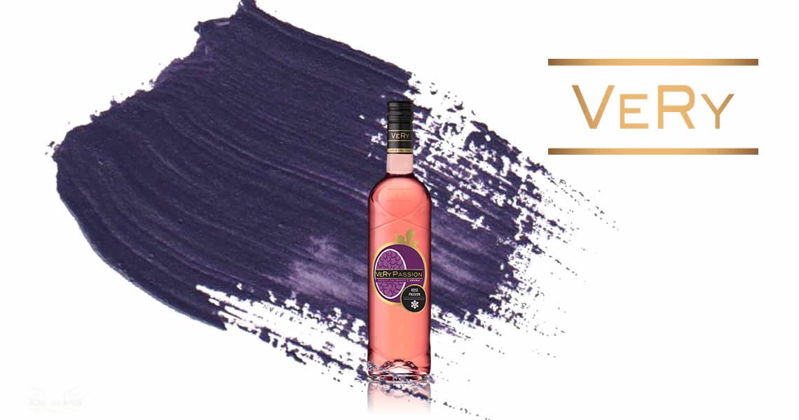 百香果濃郁的香氣再加上一點酸感,再加上一些水果搭配就是一款絕妙的夏天冰涼飲料,如果午後聚會與甜點、點心一起服用,效果更是驚人啊!!!這款菲嘗-百香果葡萄酒打破你對葡萄酒的概念,清新好喝果香濃郁,打開即喝就是VeRy Frais想帶給你輕鬆喝酒的概念喔。