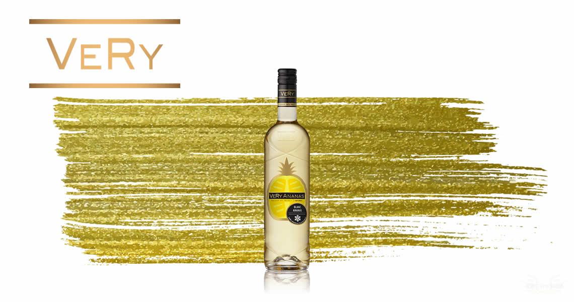 鳳梨是一種百搭的水果,適口、帶酸甜感豐富,菲嘗-鳳梨葡萄酒結合白葡萄酒的清爽口感,在炎炎夏日或舒適的夜晚,加點冰塊就是一款清涼好喝的葡萄酒喔。