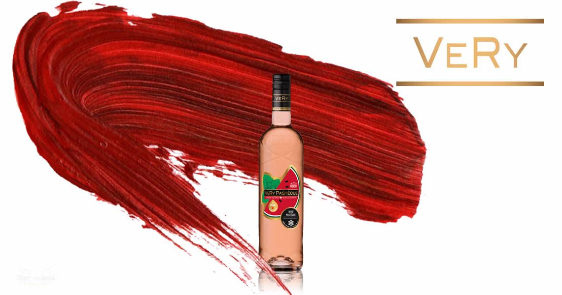 西瓜+薄荷是什麼味道呢?是說這麼奇怪的組合好像只有歪國人會想得到,一開始認為會整個頭發涼的吃西瓜,但喝過才發現薄荷始終只是一股清爽淡雅的香氣,西瓜與粉紅酒帶出了豐富的水果氣味,讓西瓜葡萄酒不僅僅是西瓜的味道而已,更有著爽口花香的氣息。