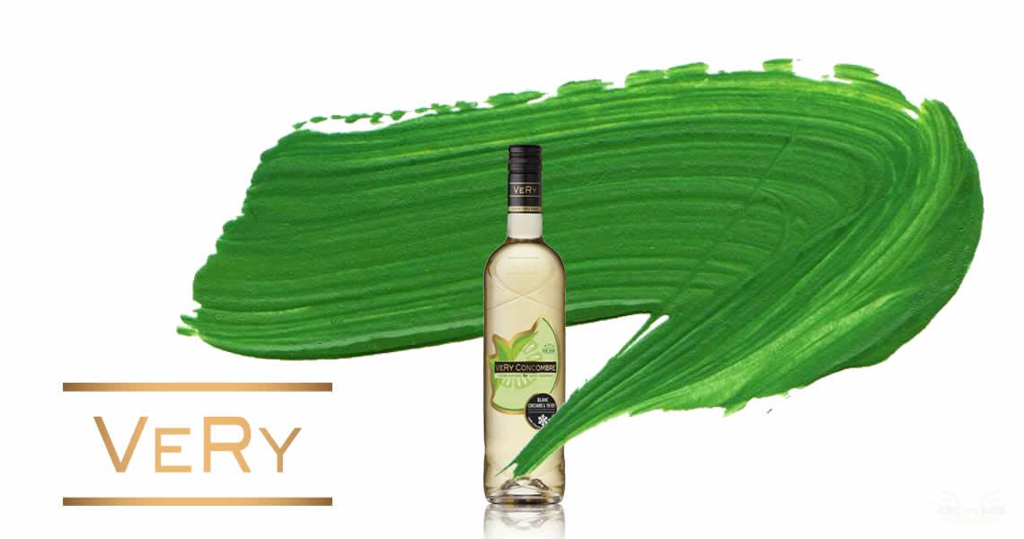這款菲嘗-綠茶小黃瓜葡萄酒也是一隻非常妙的酒款,清爽的白葡萄酒、清爽的小黃瓜再加上清爽的綠茶,也太清爽了吧,這樣的結合到底會有什麼味道呢?這樣形容好了,它有點像是有酒精並具有濃郁花果香氣的綠茶,哈哈哈(超不負責!!)
